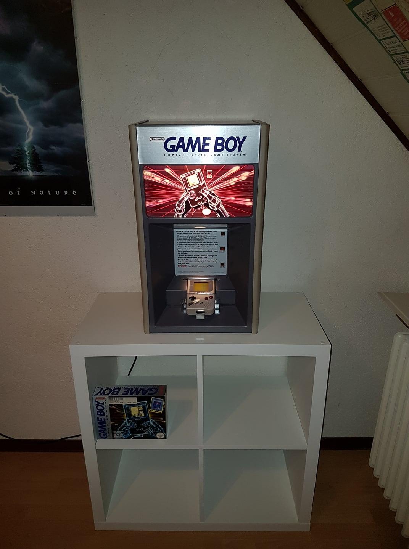 http://www.p4r4d0x.de/gfx/Game%20Boy%20Aufsteller01.jpg
